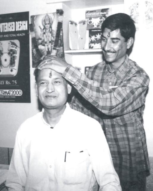 Shri Ashok Gehlot, C.M., Raj. Acupressure Treatment from Institute